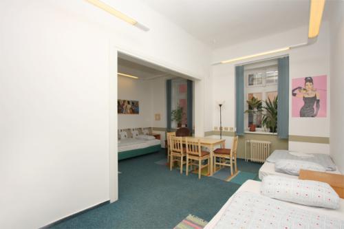 Foto - Ubytování  - Hostel Vyšehradská